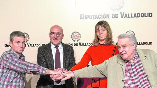 Escenificación del acuerdo en la Diputación de Valladolid