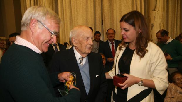 Imatge de Ribó i G´omez amb un dels centenaris