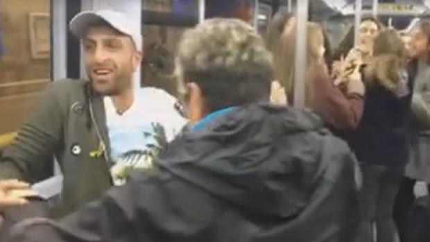 Imagen de la fiesta en el Metro que ha incendiado Facebook