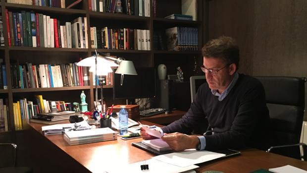 Núñez Feijóo prepara en su despacho su discurso de investidura de este martes