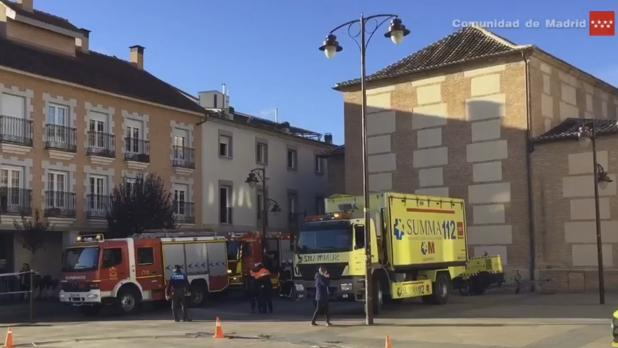 Los bomberos y el 112 atienden a los heridos tras al incendio en la residencia de anciandos de San Sebastián de los Reyes
