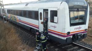 Evacuados los 24 pasajeros de un tren regional que se ha incendiado en plena ruta