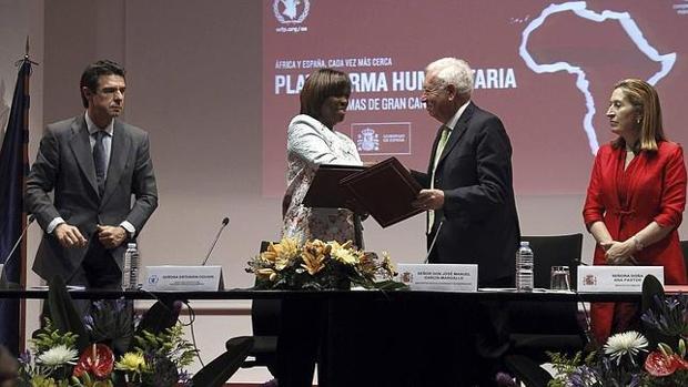 Soria, Estharin Cousin, Margallo y Pastor en la apertura del centro logístico de la ONU para África en Canarias