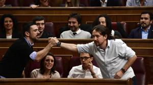 Cifuentes acusa a Pablo Iglesias de vivir en una vivienda protegida a pesar de sus ingresos