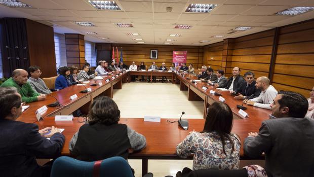 El director general de Transportes, Ignacio Santos, se ha reunido con representantes del Ayuntamiento de Valladolid y de los municipios del área funcional estable para abordar la implantación del transporte metropolitano