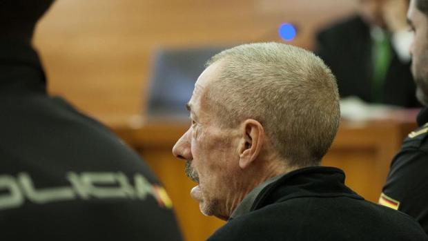 El «violador de la Diagonal», sentado en el banquillo durante la sesión del juicio de este martes
