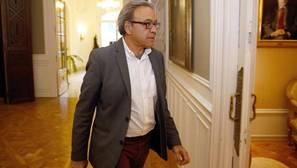 El portavoz del PSPV también se desmarca de Ximo Puig y reclama la convocatoria de un congreso federal