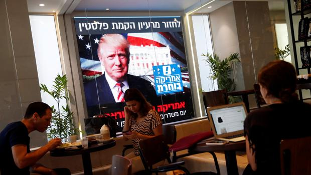Fotografía de un monitor con la imagen de Trump tomada este miércoles