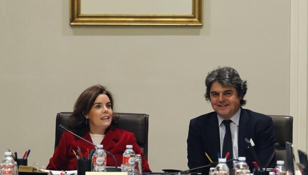 Saénz de Santamaría con el jefe de gabinete de Rajoy, Jorge Moragas