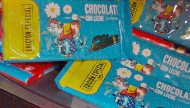 Edición especial de tableta de chocolate de La Isleña en un supermercado canario, esta semana
