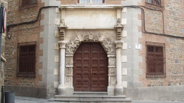 Puerta de la Audiencia Provincial de Toledo