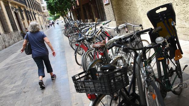 Imagen de un aparcamiento de bicicletas en Valencia
