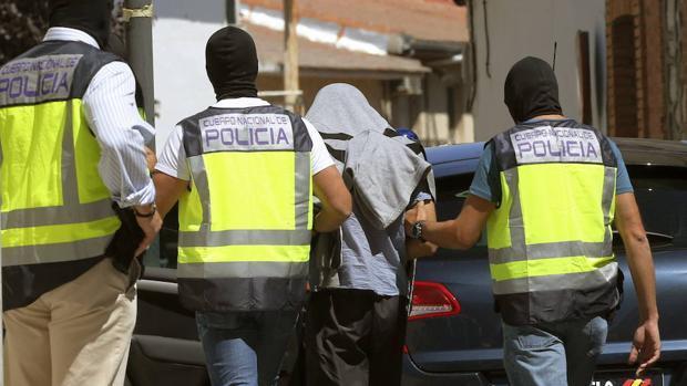 Detenidas en Ceuta cuatro personas acusadas de reclutar a jóvenes y menores para Daesh