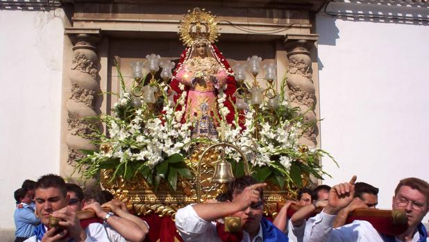 Salida de Nuestra Señora del Mayor Dolor de la iglesia de Fátima en la Semana Santa de Albacete