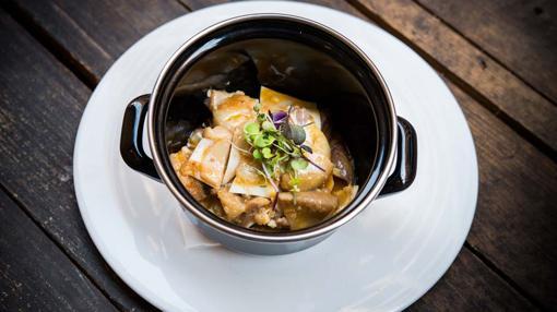 Cazuela de oreja con salsa kimch de El Mendrugo