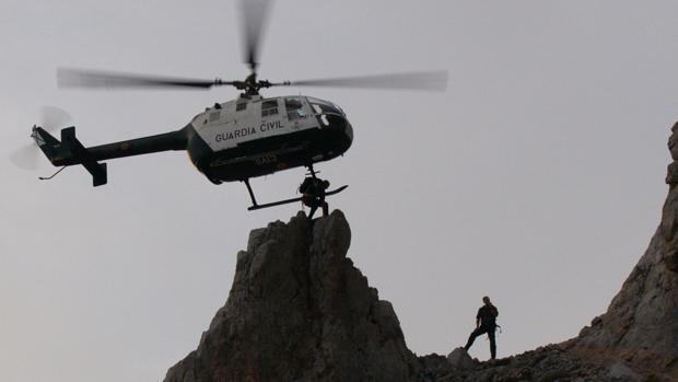 Especialistas en rescates de montaña de la Guardia Civil, durante una intervención