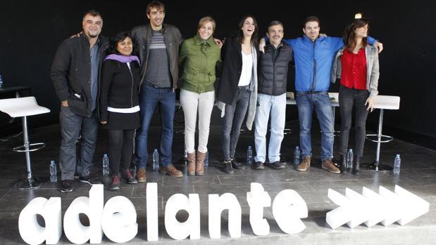 Rita Maestre junto a los principales miembros de su candidatura.
