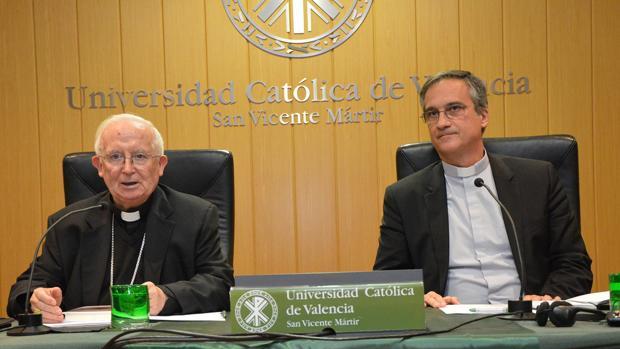 Imagen del cardenal Cañizares y monseñor Viganò