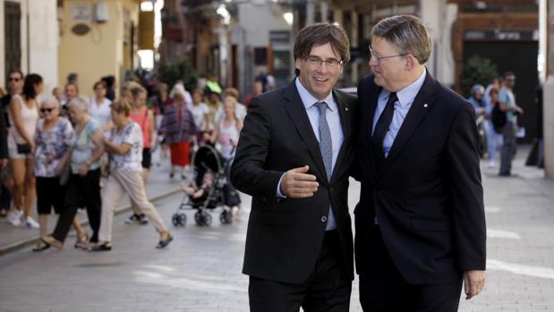 Imagen de archivo de Puig y Puigdemont tomada en Valencia