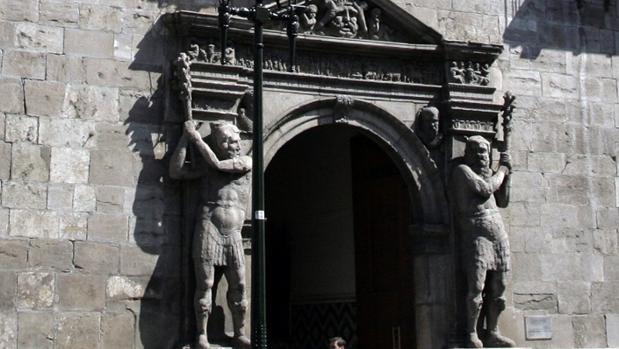 No se ha presentado al juicio por intento de asesinato en la Audiencia de Zaragoza (en la imagen)