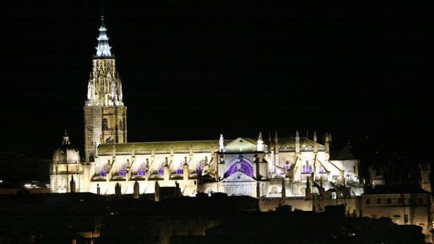 El motivo es el reconocimiento al Cabildo Catedralicio de Toledo, por su compromiso con la profesión de guías profesionales de turismo, como lo acreditan sus actuaciones en defensa del sector