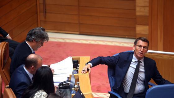 Feijóo en su escaño del Parlamento