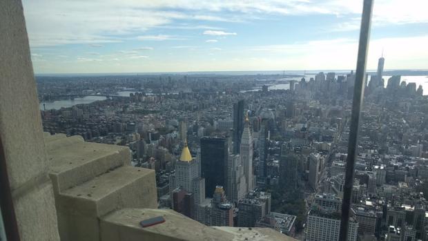 Amistad transoceánica por un móvil perdido en la planta 86 del Empire State Building