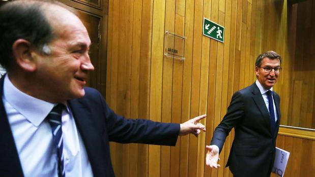 Núñez Feijóo, junto al portavoz parlamentario del PSdeG, Xoaquín Fernández Leiceaga