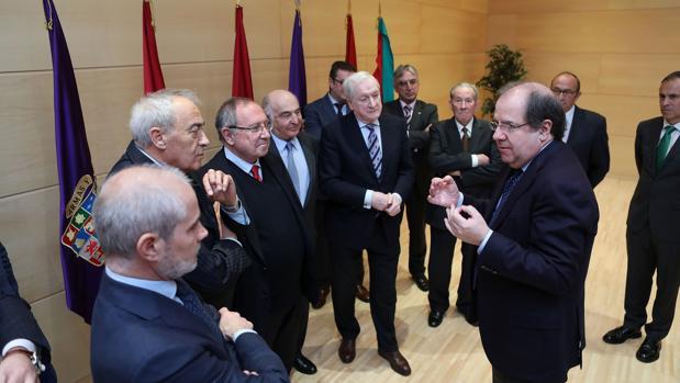 Herrera se reunió este miércoles en las Cortes con los presidentes de las Cámaras de Comercio