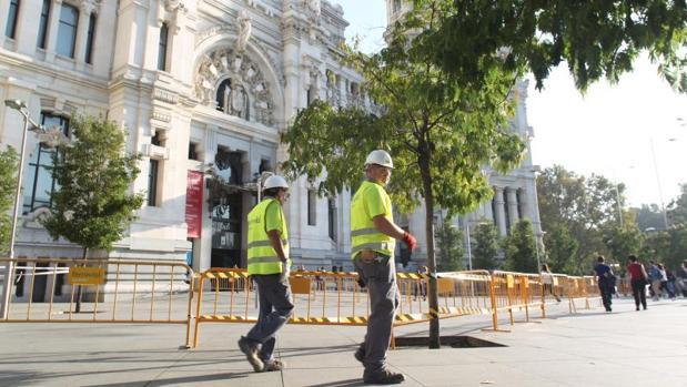 El Palacio de Cibeles vallado el pasado 28 de octubre por un desprendimiento en parte de la fachada