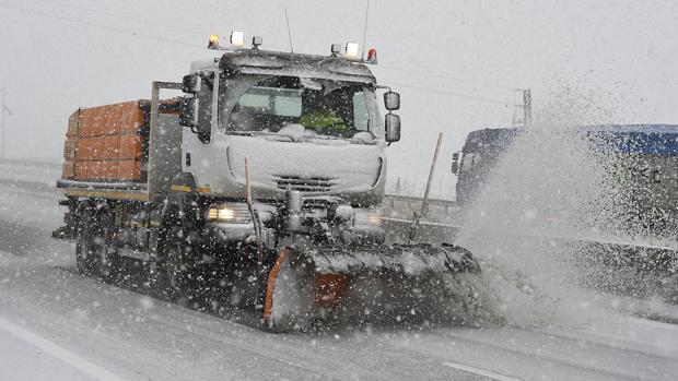 La red de carreteras del Estado tendrá preparados 173 quitanieves en Castilla-La Mancha