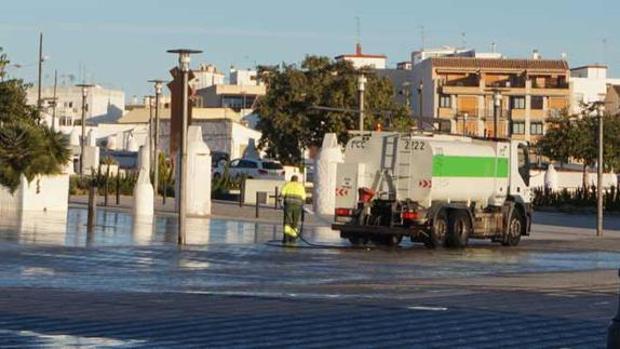 Imagen de uno de los baldeos en la localidad de Paterna