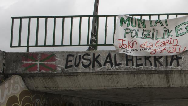 Una pancarta en apoyo a los agresores en Alsasua