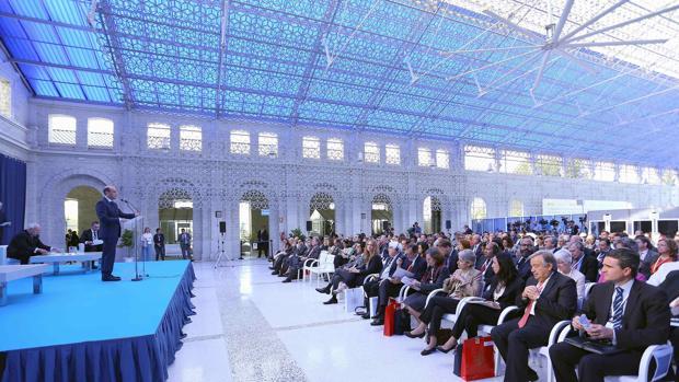El alcalde de Alicante frente al auditorio en Casa Mediterráneo