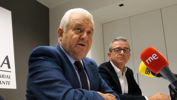Gómez y Galvañ, en la rueda de prensa tras la resolución judicial