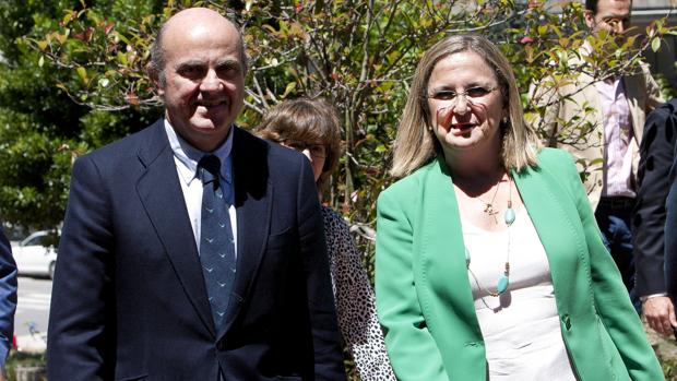 Luis de Guindos e Irene Garrido, el pasado verano