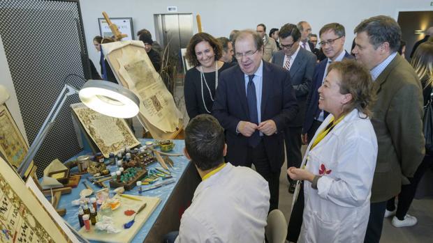 El presidente de la Junta inauguró este pasado jueves Ar&Pa junto a la consejera de Cultura