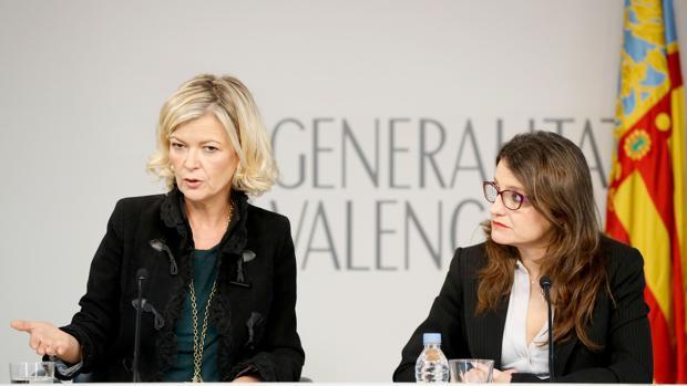 Gabriela Bravo y Mónica Oltra, este viernes en la rueda de prensa del pleno del Consell