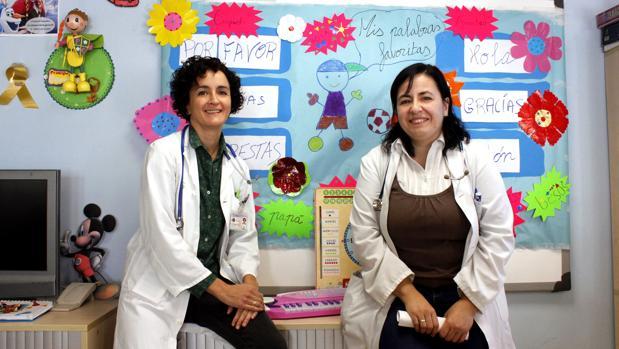 Beatriz Huidobro y María Herrera, en el aula hospitalataria del «Virgen de la Salud» de Toledo