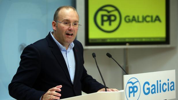 Miguel Tellado, portavoz del PP de Galicia, celebra el nuevo tono de la oposición
