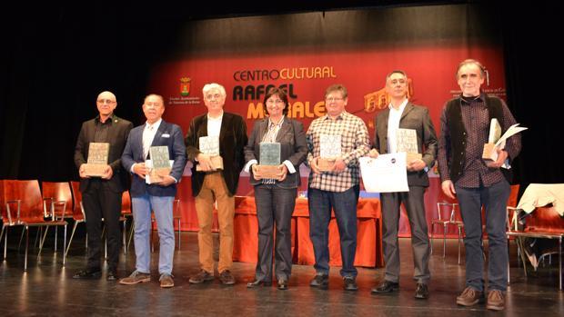 Foto de familia de los galardonados en los Premios Nacionales de Cerámica 2016