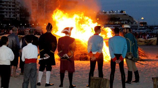 Un momento de la escenificación del hallazado de «La Barqueta», este sábado en Benidorm