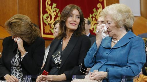 Micaela Feijóo, Eva Cárdenas y Sira Feijóo, hermana, pareja y madre de Feijóo
