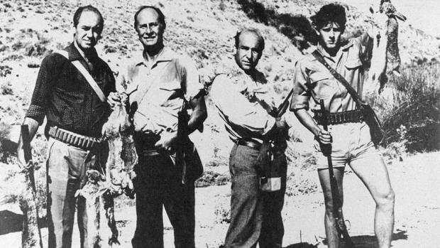 Ismael Merio, Alfredo Mayo, José María Prada y Emilio Gutiérrez Caba, en una escena de «La caza»