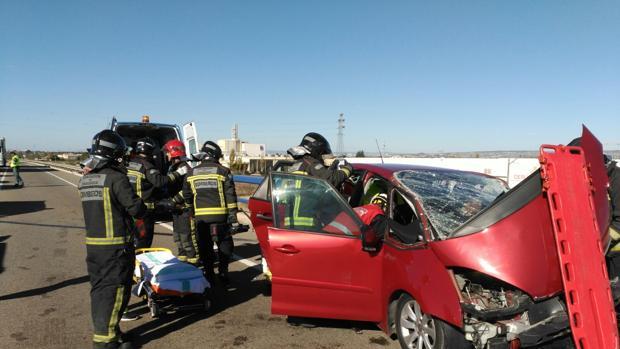 Los conductores quedaron atrapados y tuvieron que ser rescatados por los bomberos