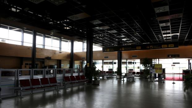 Salas vacías en el aeropuerto de Huesca, la imagen cotidiana que ofrecen estas instalaciones