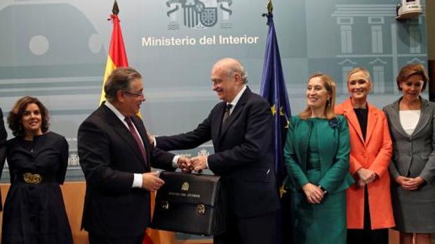 Fernández Díaz hace entrega del traspaso de la cartera de Interior a Zoido
