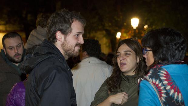 Zapata, el diputado Padilla y Mayer, ayer en la manifestación en la plaza del Dos de Mayo