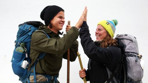 El finlandés Jaakko Pohjolainen y la belga Roxane Van den Bosch se conocieron en Santander y desde entonces han acompasado sus pasos en el Camino del Norte
