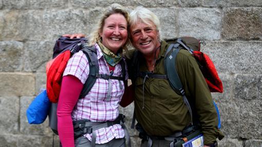 La inglesa Sarah Packwood y el canadiense Brett Clibbery han recorrido durante un mes el Camino Portugués. «Es un viaje espiritual en el que vuelves a lo básico», afirman